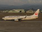 さゆりんごさんが、小松空港で撮影した日本航空 737-846の航空フォト(写真)