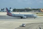 FlyHideさんが、マイアミ国際空港で撮影したアメリカン航空 737-823の航空フォト(写真)