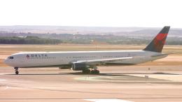 誘喜さんが、マドリード・バラハス国際空港で撮影したデルタ航空 767-432/ERの航空フォト(飛行機 写真・画像)