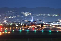Astechnoさんが、伊丹空港で撮影した全日空 777-281の航空フォト(飛行機 写真・画像)