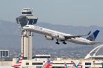 チャッピー・シミズさんが、ロサンゼルス国際空港で撮影したユナイテッド航空 757-324の航空フォト(写真)