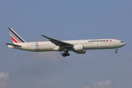 じゃりんこさんが、成田国際空港で撮影したエールフランス航空 777-328/ERの航空フォト(写真)
