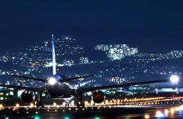 Astechnoさんが、伊丹空港で撮影した全日空 777-281/ERの航空フォト(飛行機 写真・画像)