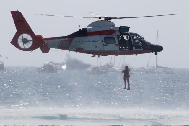アメリカ沿岸警備隊 Eurocopter ...