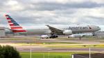 誘喜さんが、ロンドン・ヒースロー空港で撮影したアメリカン航空 777-323/ERの航空フォト(飛行機 写真・画像)