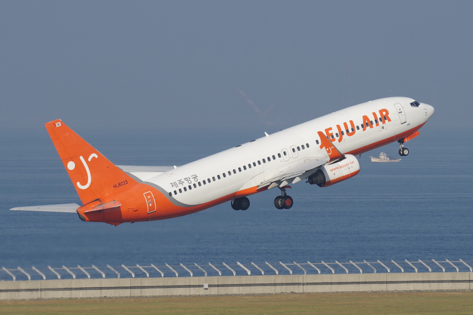 yabyanさんのチェジュ航空 Boeing 737-800 (HL8033) 航空フォト