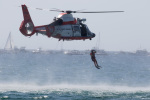 チャッピー・シミズさんが、ロングビーチ空港で撮影したアメリカ沿岸警備隊 HH-65Bの航空フォト(写真)