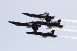 チャッピー・シミズさんが、ロングビーチ空港で撮影したアメリカ海軍 F/A-18C Hornetの航空フォト(写真)