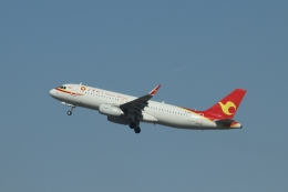 TAOTAOさんが、ウルムチ地窩堡国際空港で撮影した天津航空 A320-232の航空フォト(飛行機 写真・画像)