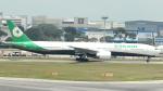 誘喜さんが、シンガポール・チャンギ国際空港で撮影したエバー航空 777-35E/ERの航空フォト(写真)