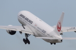 Koenig117さんが、伊丹空港で撮影した日本航空 777-246の航空フォト(写真)