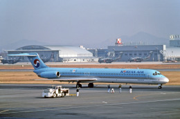 Gambardierさんが、名古屋飛行場で撮影した大韓航空 MD-82 (DC-9-82)の航空フォト(写真)