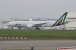 resocha747さんが、成田国際空港で撮影したアリタリア航空 777-243/ERの航空フォト(写真)