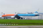 ぎんじろーさんが、成田国際空港で撮影したKLMオランダ航空 777-306/ERの航空フォト(写真)