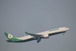 たかきさんが、成田国際空港で撮影したエバー航空 A330-302の航空フォト(写真)