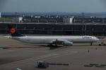 よしポンさんが、羽田空港で撮影したルフトハンザドイツ航空 A340-642の航空フォト(写真)