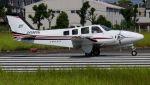 C.Hiranoさんが、八尾空港で撮影した朝日航空 Baron G58の航空フォト(写真)