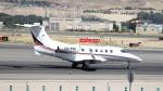 誘喜さんが、マドリード・バラハス国際空港で撮影したネットジェット・インターナショナル EMB-505 Phenom 300の航空フォト(写真)