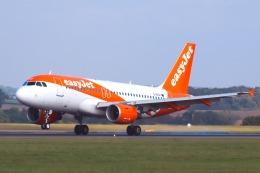 山麓さんが、ロンドン・ルートン空港で撮影したイージージェット A319-111の航空フォト(飛行機 写真・画像)