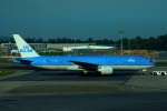KAZKAZさんが、シンガポール・チャンギ国際空港で撮影したKLMオランダ航空 777-206/ERの航空フォト(写真)