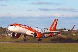 山麓さんが、ロンドン・ルートン空港で撮影したイージージェット A320-251Nの航空フォト(飛行機 写真・画像)