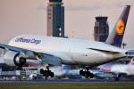 パンダさんが、成田国際空港で撮影したルフトハンザ・カーゴ 777-FBTの航空フォト(写真)
