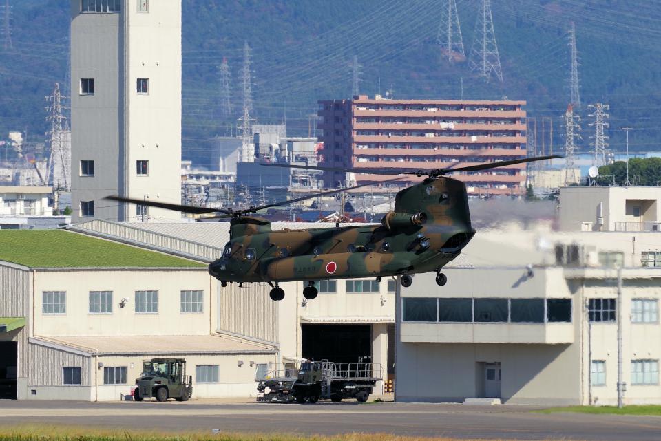 yabyanさんの陸上自衛隊 Kawasaki CH-47J Chinook (52977) 航空フォト