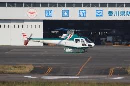 ぽんさんが、高松空港で撮影したアカギヘリコプター AS350B2 Ecureuilの航空フォト(写真)