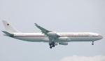 Seiiさんが、シンガポール・チャンギ国際空港で撮影したドイツ空軍 A340-313Xの航空フォト(写真)