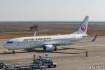 遠森一郎さんが、山口宇部空港で撮影した日本航空 737-846の航空フォト(写真)