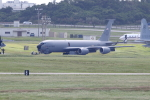 Koenig117さんが、嘉手納飛行場で撮影したアメリカ空軍 KC-135R Stratotanker (717-148)の航空フォト(写真)