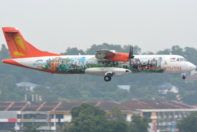 ファイアフライ航空 ATR 72 9M-F...