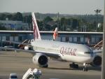 M.Ochiaiさんが、成田国際空港で撮影したカタール航空 777-2DZ/LRの航空フォト(写真)