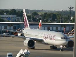 M.Ochiaiさんが、成田国際空港で撮影したカタール航空 777-2DZ/LRの航空フォト(飛行機 写真・画像)