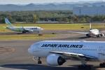 Take51さんが、新千歳空港で撮影した日本航空 777-246の航空フォト(写真)