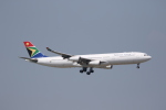 thalys1121さんが、香港国際空港で撮影した南アフリカ航空 A340-313Xの航空フォト(写真)