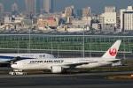 Wasawasa-isaoさんが、羽田空港で撮影した日本航空 777-246/ERの航空フォト(写真)