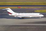 PASSENGERさんが、羽田空港で撮影したネットジェッツ・エイビエーション BD-700-1A11 Global 5000の航空フォト(写真)