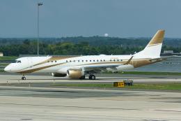 Tomo-Papaさんが、ワシントン・ダレス国際空港で撮影したMGMミラージュ ERJ-190-100 ECJ (Lineage 1000)の航空フォト(写真)