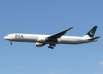 voyagerさんが、ロンドン・ヒースロー空港で撮影したパキスタン国際航空 777-3Q8/ERの航空フォト(飛行機 写真・画像)