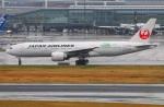 Tomo_lgmさんが、羽田空港で撮影した日本航空 777-246/ERの航空フォト(写真)