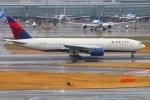 Tomo_lgmさんが、羽田空港で撮影したデルタ航空 777-232/ERの航空フォト(写真)