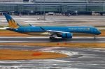 Tomo_lgmさんが、羽田空港で撮影したベトナム航空 A350-941XWBの航空フォト(写真)