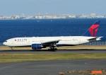 じーく。さんが、羽田空港で撮影したデルタ航空 777-232/ERの航空フォト(飛行機 写真・画像)