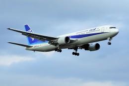 yoshibouさんが、成田国際空港で撮影した全日空 767-381の航空フォト(写真)