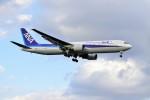 yoshibouさんが、成田国際空港で撮影した全日空 767-381/ERの航空フォト(写真)