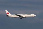 ポン太さんが、羽田空港で撮影した日本航空 767-346の航空フォト(写真)