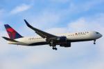 安芸あすかさんが、ロンドン・ヒースロー空港で撮影したデルタ航空 767-332/ERの航空フォト(写真)