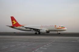 TAOTAOさんが、ウルムチ地窩堡国際空港で撮影した天津航空 A320-214の航空フォト(飛行機 写真・画像)