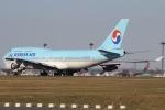 mototripさんが、成田国際空港で撮影した大韓航空 747-4B5の航空フォト(写真)